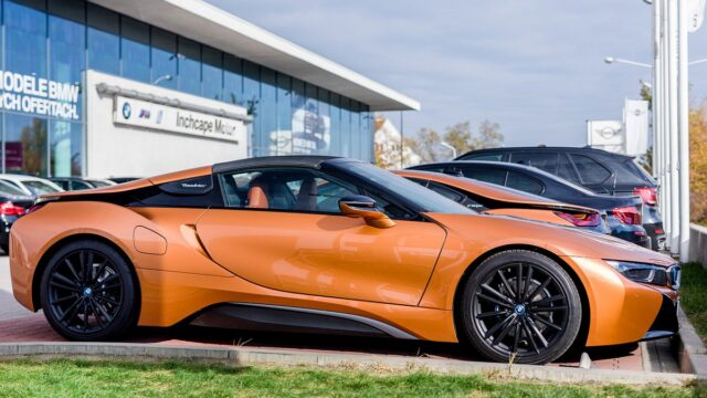 https://superweb.com.pl/wp-content/uploads/2019/02/najnowsze-bmw-i8-roadster-640x360.jpg