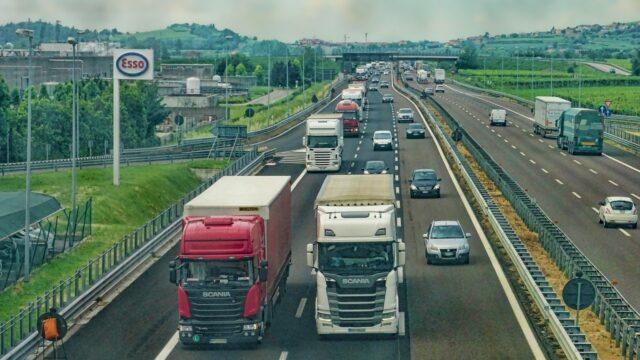 https://superweb.com.pl/wp-content/uploads/2019/11/finanse-firm-transportowych-i-logistycznych-coraz-czesciej-obslugiwane-przez-fintechy-640x360.jpg