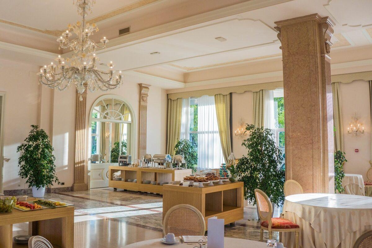 Krzesła do eleganckiej restauracji
