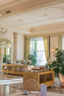 Krzesła do eleganckiej restaruacji