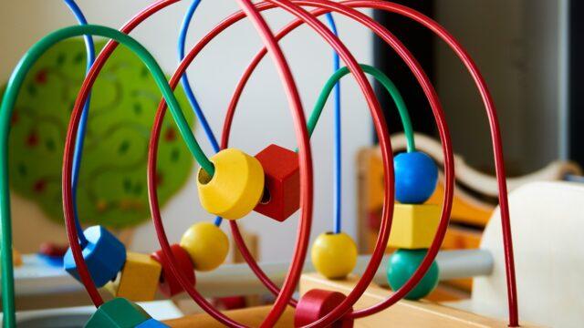 https://superweb.com.pl/wp-content/uploads/2020/03/Korzyści-edukacyjne-z-dostarczania-zabawek-dzieciom-640x360.jpg