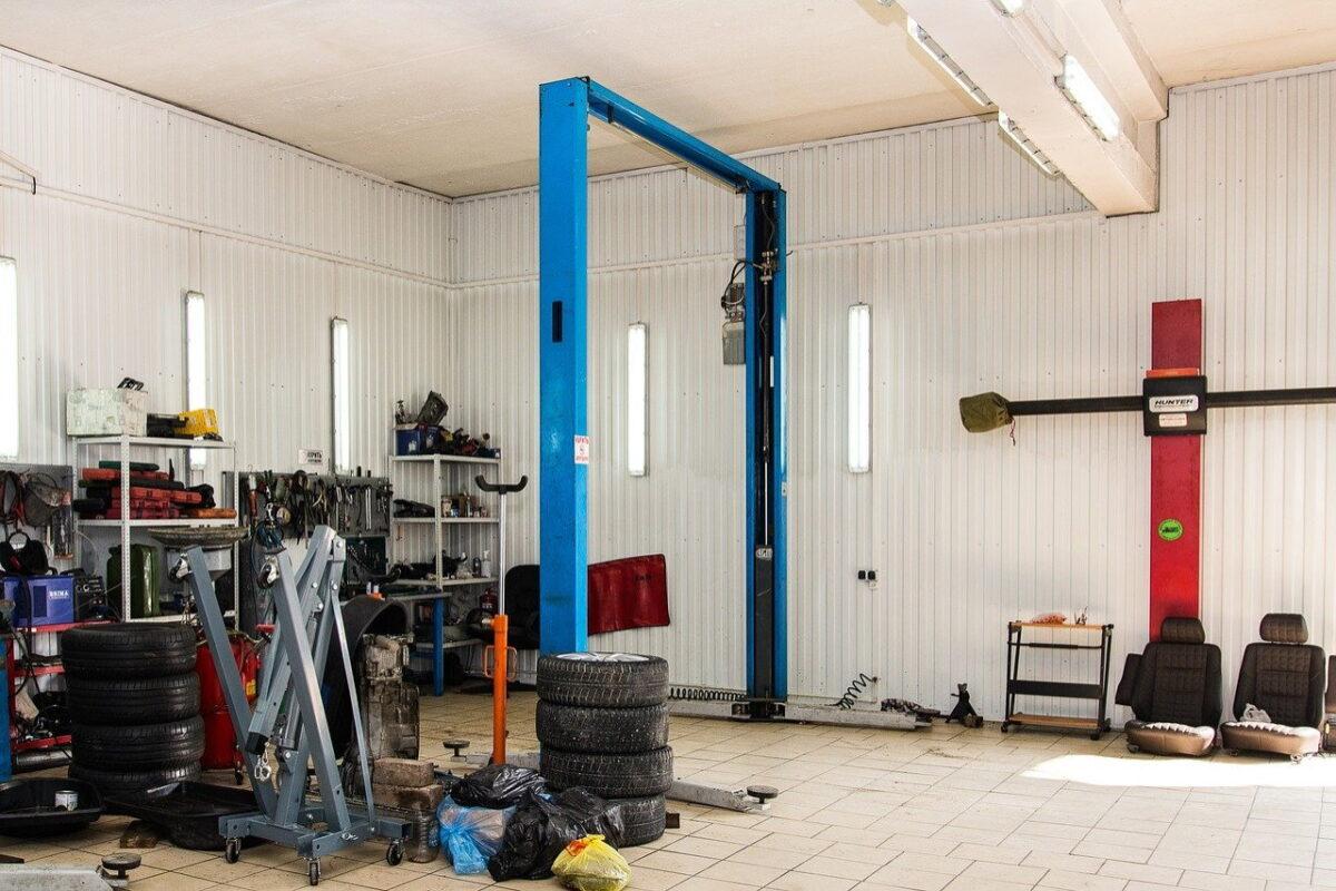 Jak wybrać serwis aut ciężarowych?