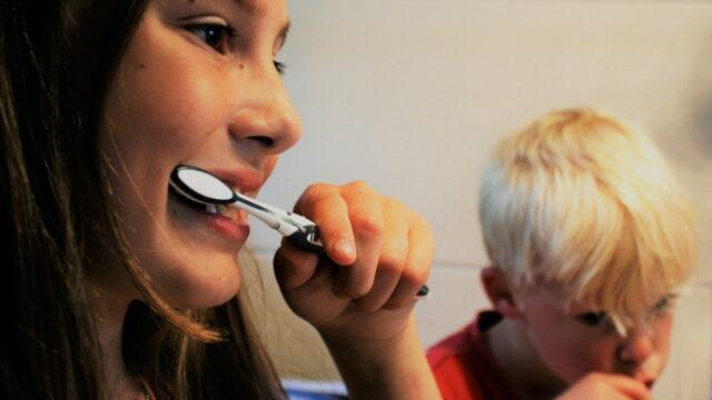 https://superweb.com.pl/wp-content/uploads/2020/06/brushing-teeth-2103219_1280-640x360.jpg