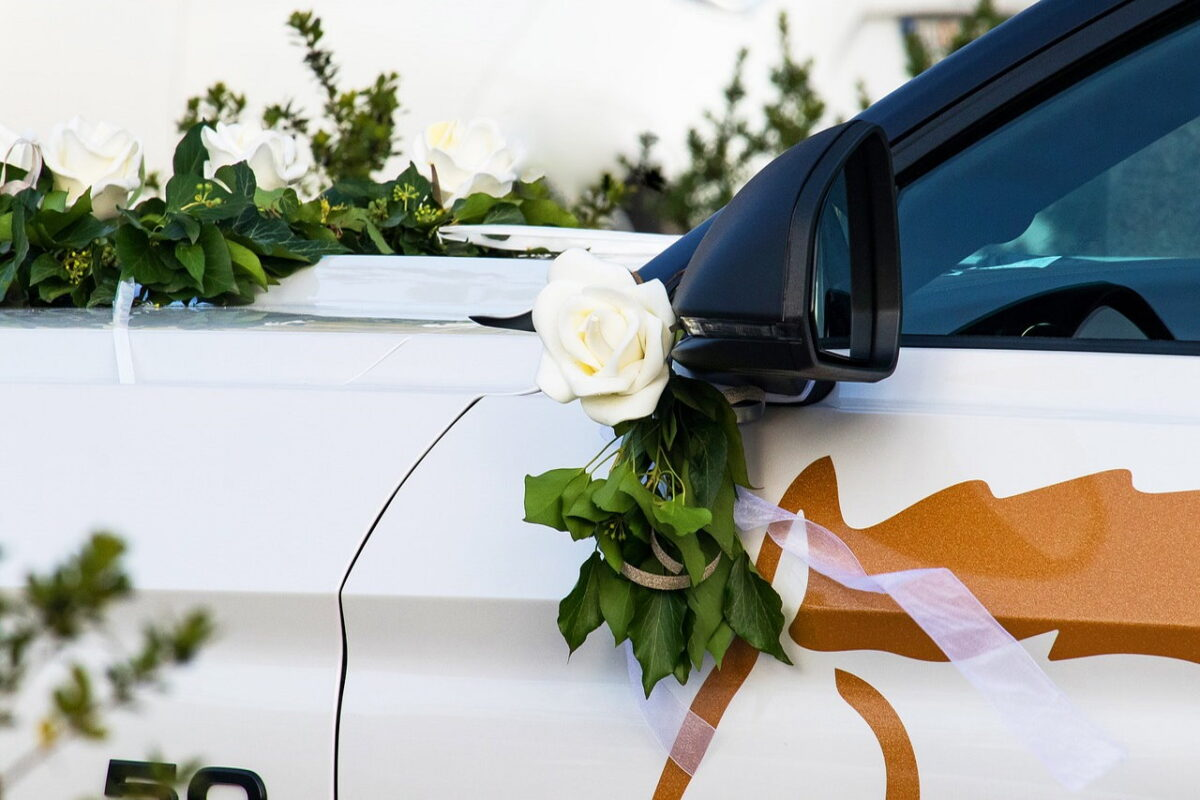 Samochód do ślubu – czym się kierować w jego wyborze?