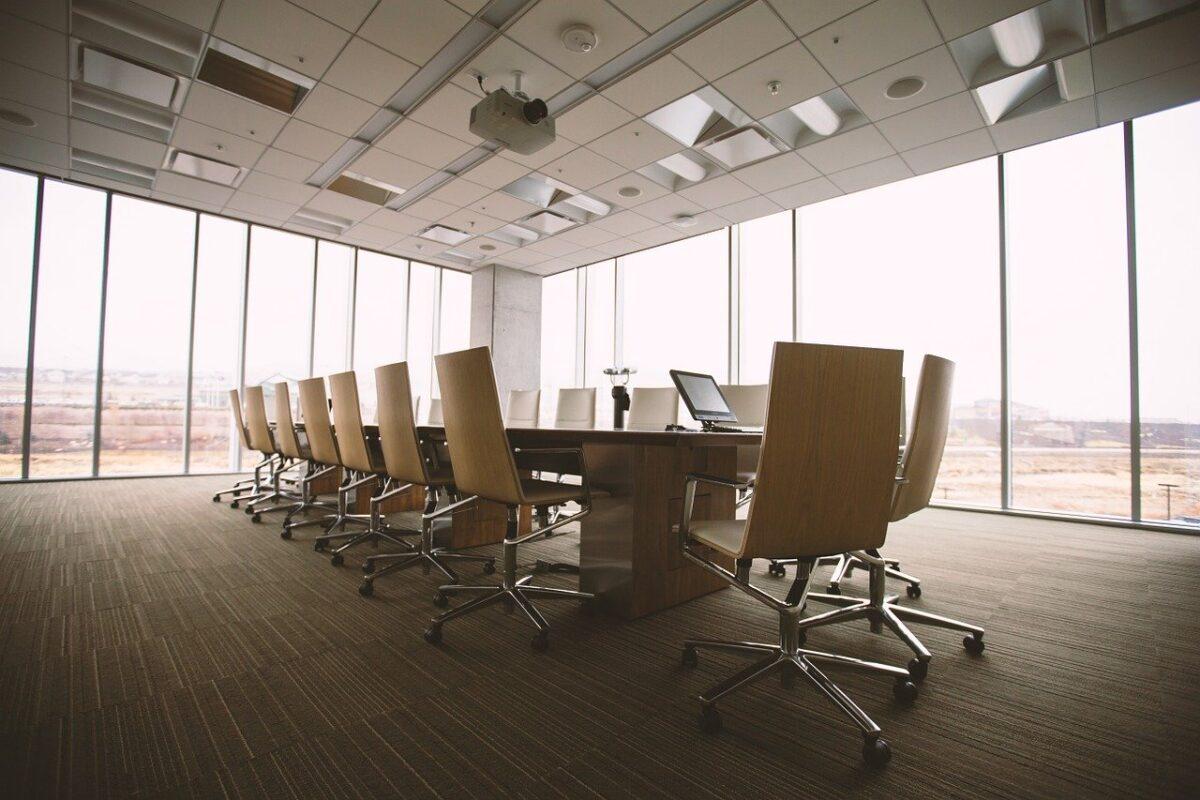 Jak aranżować pomieszczenia specjalne w firmie?