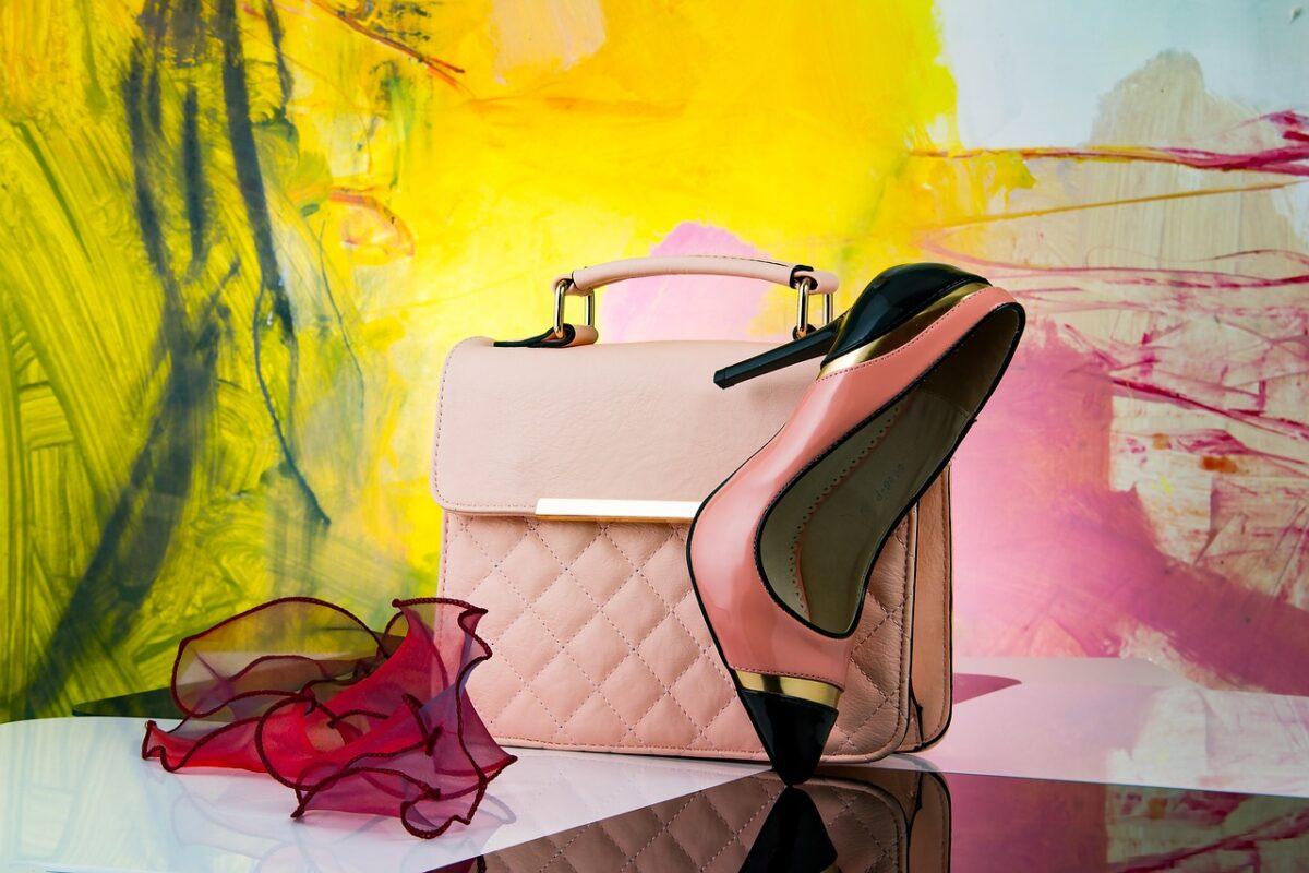 Jak dobrać torebkę do ubioru?