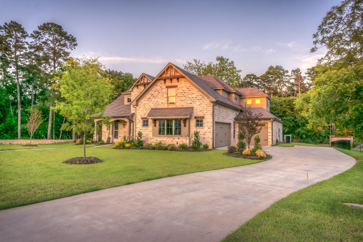 Projekty domów jednorodzinnych: jak wybrać projekt, który spełni nasze oczekiwania?