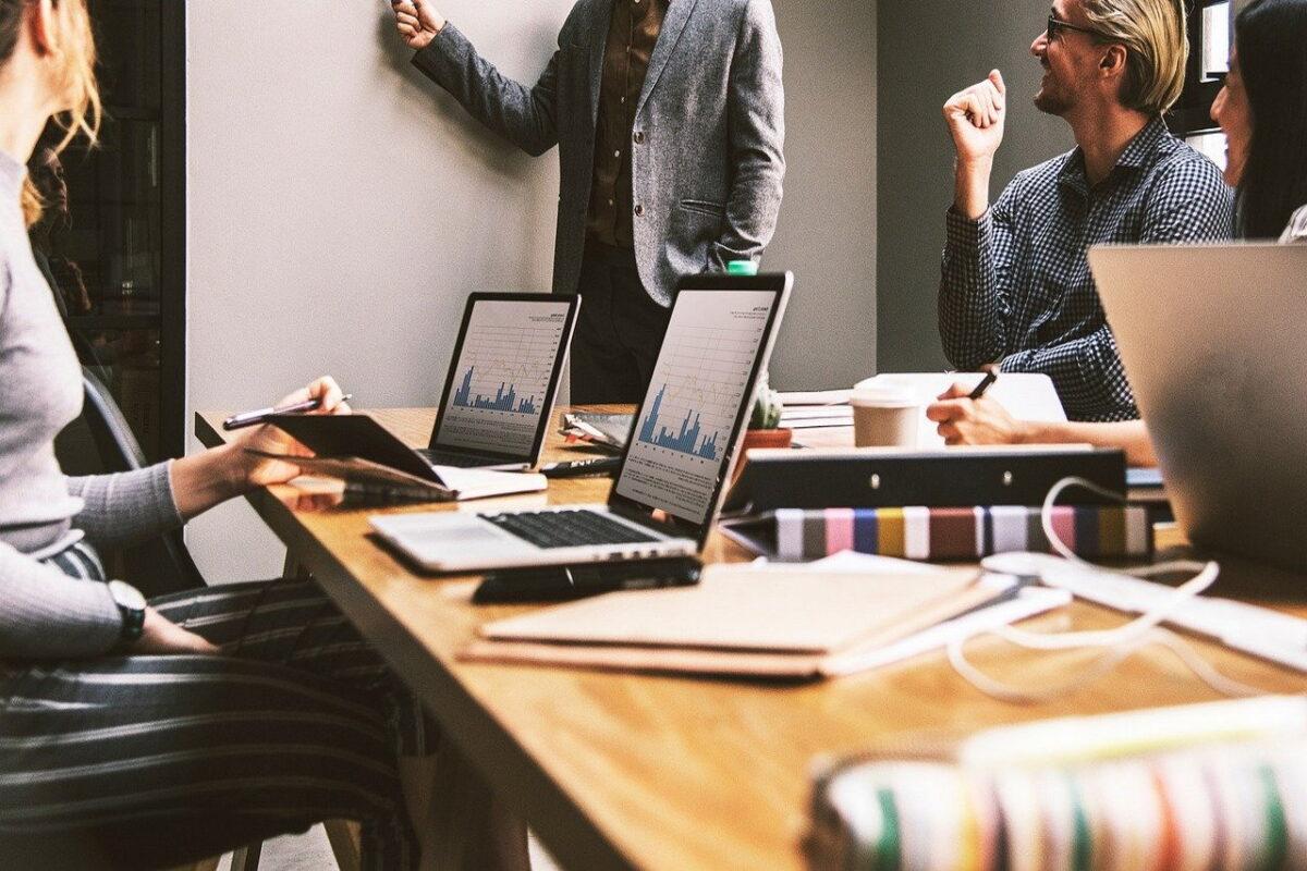 Jak założyć firmę przez internet krok po kroku. Rejestracja jednoosobowej działalności online przez bank