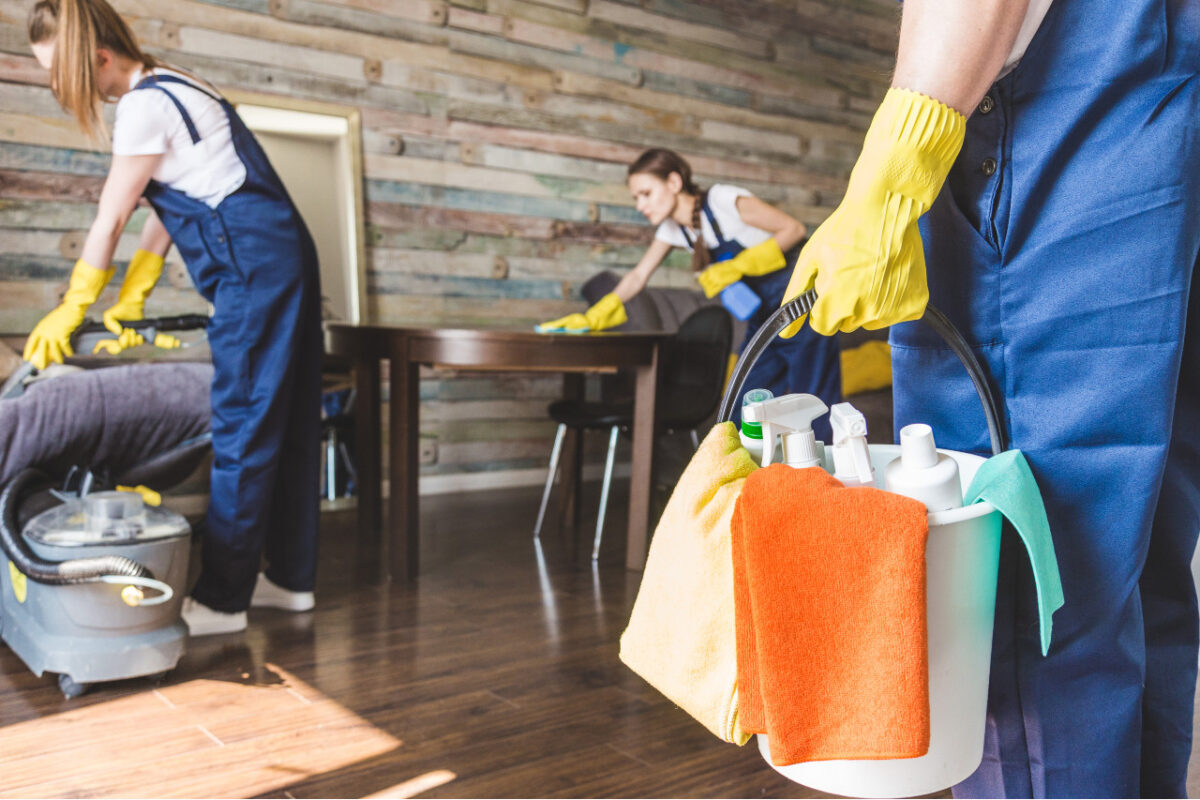 Firma sprzątająca – czy warto korzystać z jej usług?