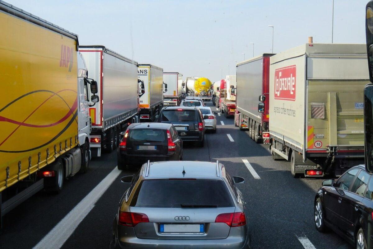 Transport krajowy – jak transportowane są poszczególne rodzaje towarów?