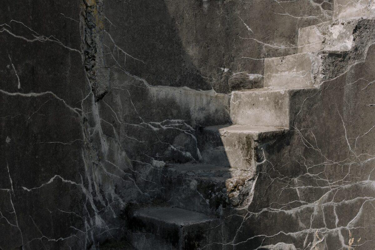 Remontujemy elewację – czy sprawdzi się kamień elewacyjny?