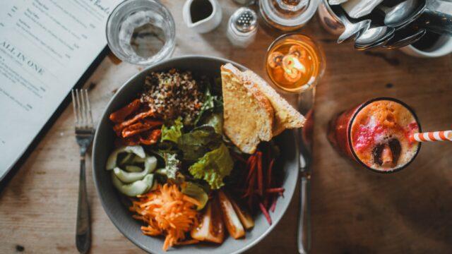 https://superweb.com.pl/wp-content/uploads/2021/09/znajdz-lunch-nowy-serwis-do-zamawiania-jedzenia-teraz-takze-w-zielonej-gorze-640x360.jpg