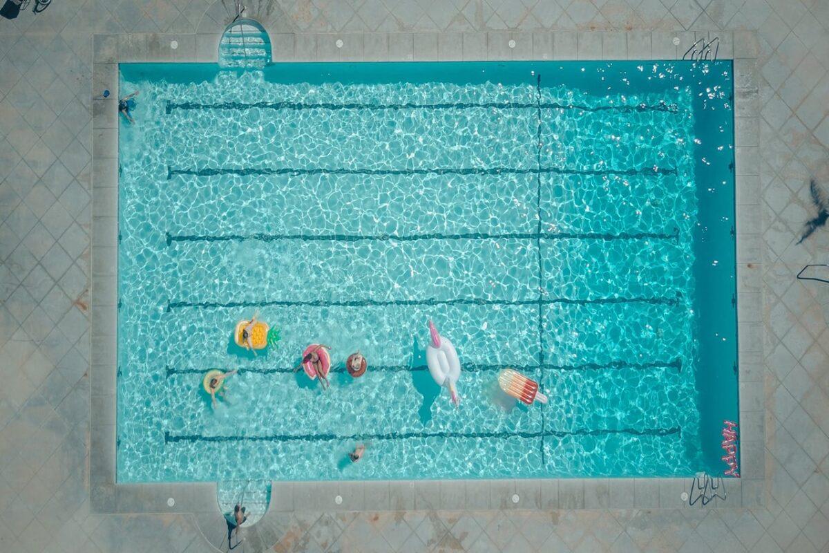 Bojki do pływania – komu mogą się przydać?